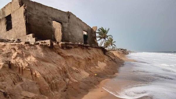 Comment la mer déloge, au village de Kossi Agbavi au Togo. - Sputnik France