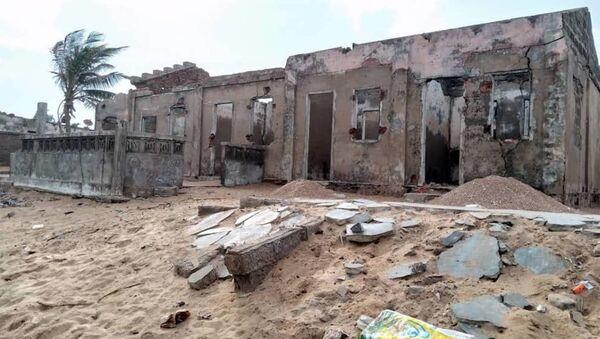 Restes de maison abandonnée sur la côte togolaise à cause de l'érosion - Sputnik France