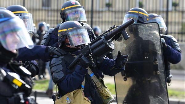 Policiers lors de la manifestation des gilets jaunes à Paris - Sputnik France