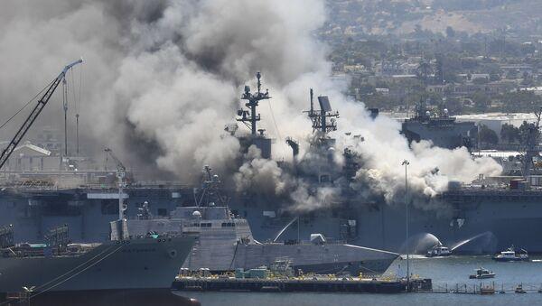Incendie à bord du navire USS Bonhomme Richard à la base navale de San Diego - Sputnik France