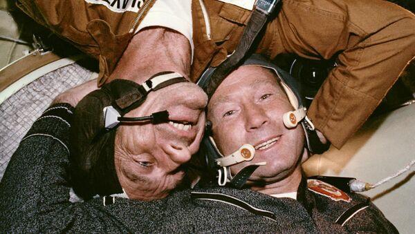 «Apollo-Soyouz»: poignée de main dans l'espace   - Sputnik France