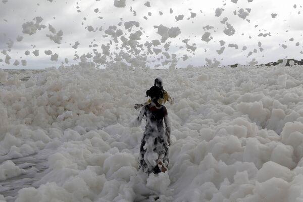 La mer d'écume, un phénomène naturel rare observable dans le monde entier   - Sputnik France