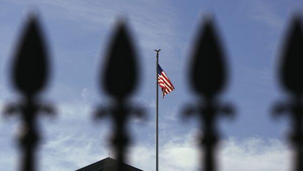Le drapeau américain au-dessus de la Maison-Blanche - Sputnik France