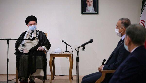L'ayatollah Ali Khamenei avec le Premier ministre irakien Mustafa al-Kadhimi  - Sputnik France
