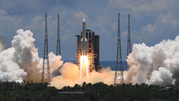 La Chine lance une fusée Longue Marche 5 transportant une sonde à destination de Mars - Sputnik France