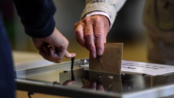 Urne électorale lors du second tour des municipales, juin 2020 (image d'illustration) - Sputnik France