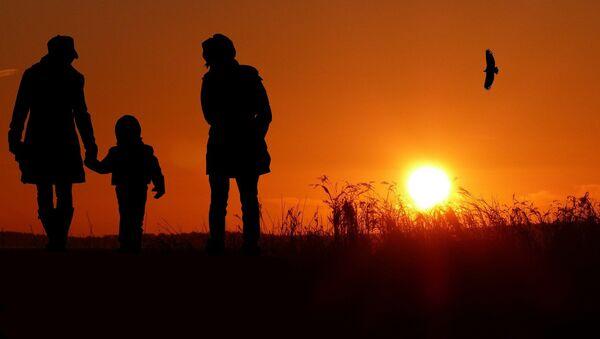 «Les populations d'origine européenne ont cessé d'avoir un taux d'équilibre à 2,1 enfant par femme depuis 1974», rappelle Jean-Yves Le Gallou - Sputnik France