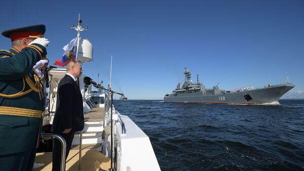 Défilé naval à Saint-Pétersbourg à l'occasion du Jour de la marine russe - Sputnik France