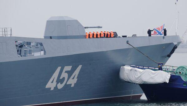 Экипаж корабля на борту головного фрегата проекта 22350 Адмирал флота Советского Союза Горшков в китайском порту Циндао - Sputnik France