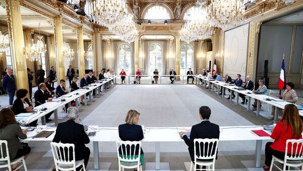 Emmanuel Macron, Jean Castex et les nouveaux ministres au premier Conseil des ministres à l'Élysée le 7 juillet 2020 - Sputnik France