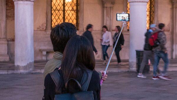 Planche à selfie, image d'illustration - Sputnik France