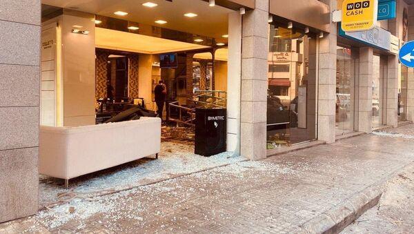 Explosion à Beyrouth: la déflagration a soufflé les vitres des habitations situées dans un rayon de quelques kilomètres de l'épicentre, 4 août 2020 - Sputnik France