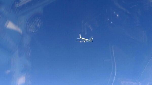Un RC-135 de l'US Air Force vu depuis un chasseur russe Su-27 (archive photo) - Sputnik France