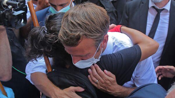 Le président français Emmanuel Macron lors d'une visite dans le quartier de Gemmayzeh, qui a subi d'importants dégâts en raison d'une explosion dans la capitale libanaise - Sputnik France