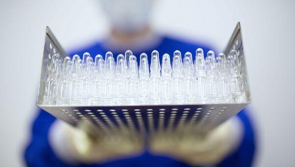 Production d'un vaccin contre le Covid-19 à l'usine pharmaceutique Binnopharm, dans la région de Moscou (archive photo) - Sputnik France