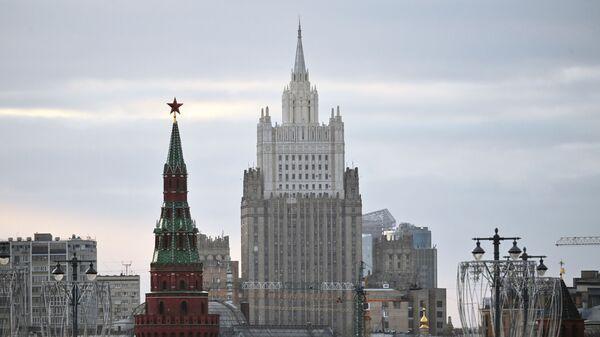 Minsitère des Affaires étrangères et une tour du Kremlin  - Sputnik France