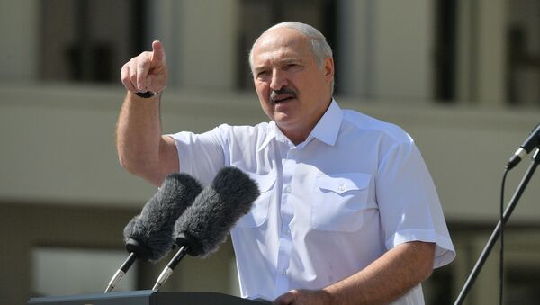 Alexandre Loukachenko lors d'un meeting de soutien à sa politique (archive photo) - Sputnik France