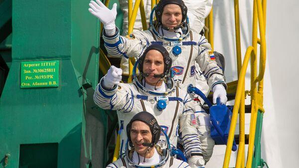 Anatoli Ivanichine, Christopher Cassidy et Ivan Vagner (de bas en haut) avant leur départ pour l'ISS (archive photo) - Sputnik France