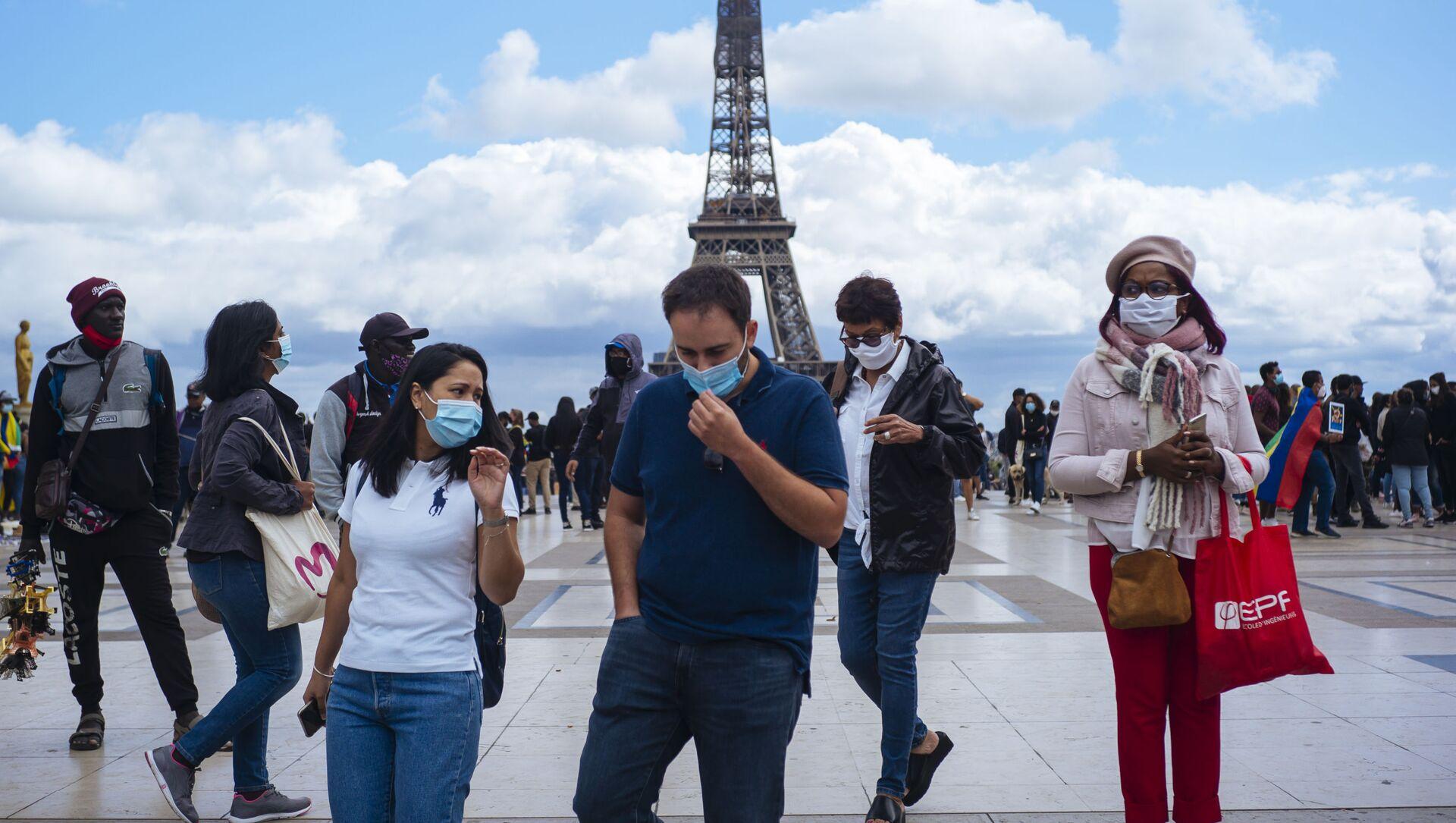 Des personnes portant un masque à Paris  - Sputnik France, 1920, 03.08.2021