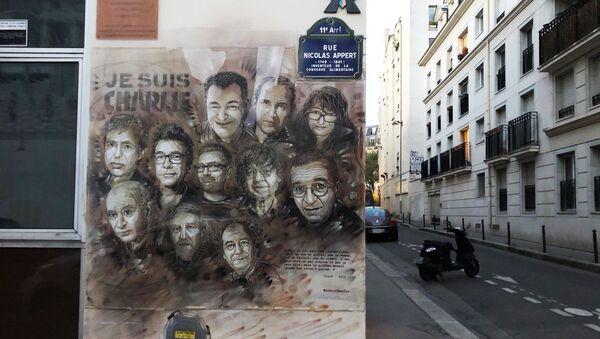 Une fresque en hommage aux victimes de l'attentat de Charlie Hebdo - Sputnik France