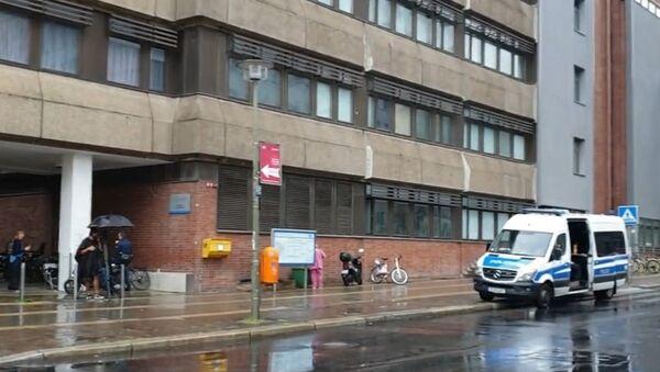 Une ambulance devant l'hôpital de la Charité de Berlin où se trouve Alexeï Navalny (archive photo) - Sputnik France