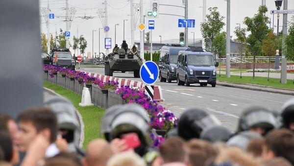 Un blindé au centre de Minsk lors d'une manifestation non autorisée (6 septembre 2020) - Sputnik France