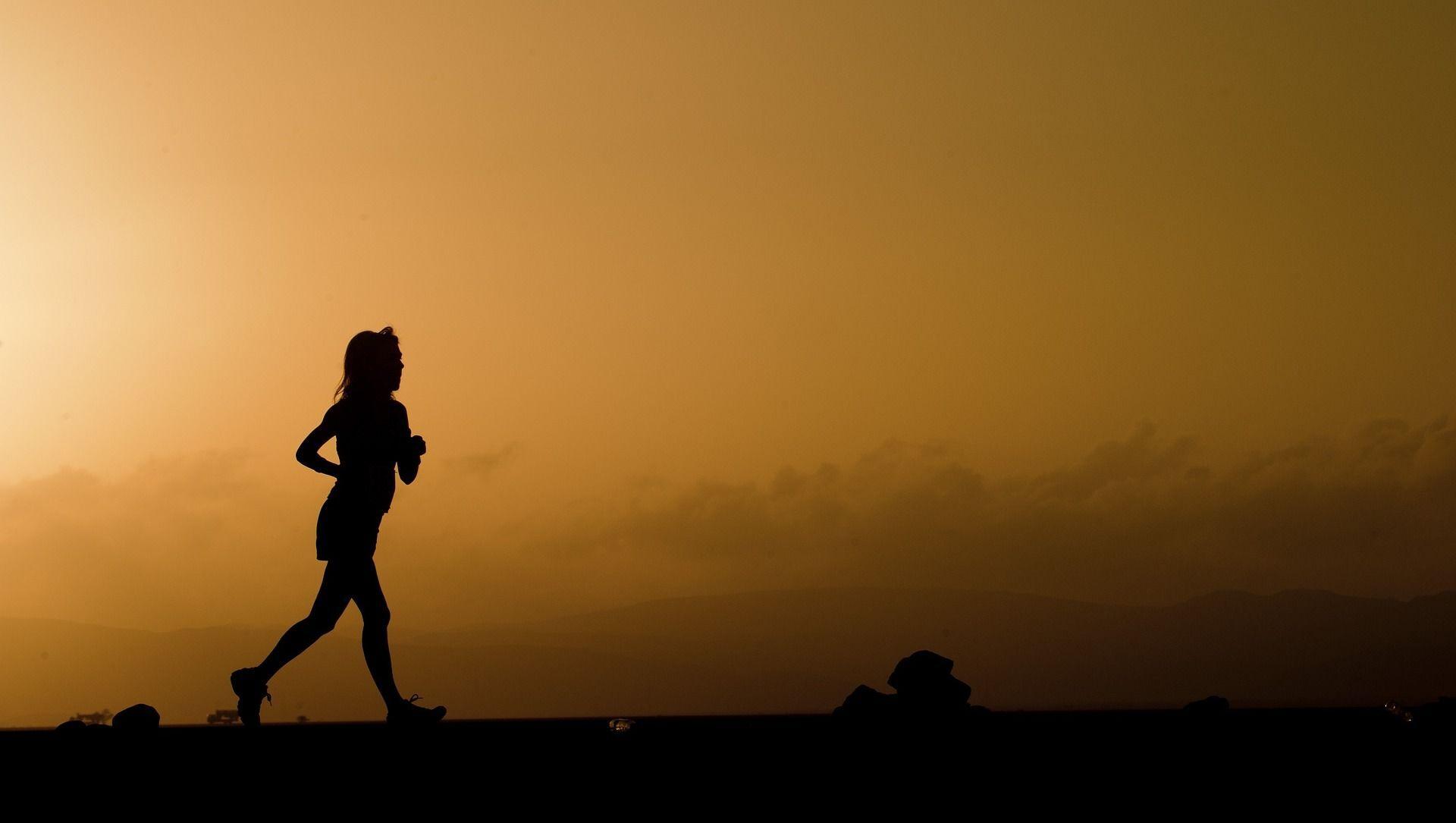 Une femme qui court - Sputnik France, 1920, 08.09.2021