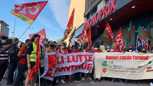 Des employés de Monoprix se sont réunis à Montparnasse pour réclamer des salaires convenables et la prime Covid - Sputnik France