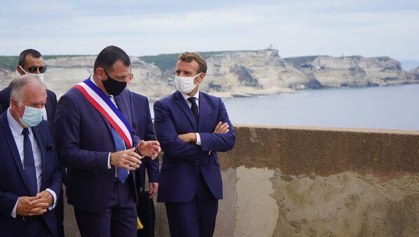 Emmanuel Macron en visite à Bonifacio, accueilli par Jean-Charles Orsucci, le maire de la ville - Sputnik France