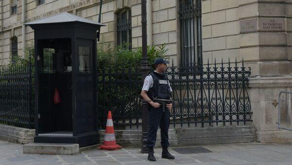 Un agent de police près du Palais de l'Élysée - Sputnik France