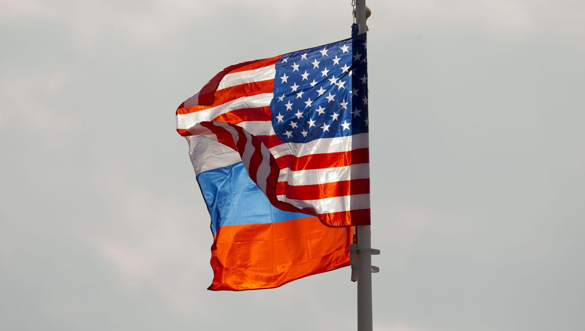 Les drapeaux russe et américain - Sputnik France, 1920, 16.06.2021