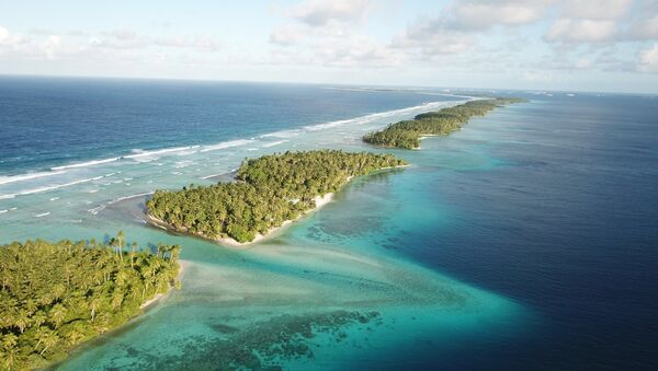 This Oct. 23, 2017 aerial photo shows the thin strip of coral atolls separating the ocean from the lagoon in Majuro, Marshall Islands - Sputnik France