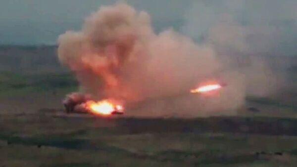 Un lance-roquettes multiple TOS-1A Solntsepek azerbaïdjanais au Haut-Karabakh - Sputnik France