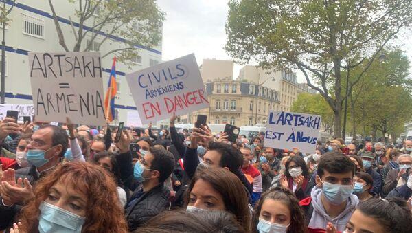 «Civils arméniens en danger»: manifestation devant l'ambassade d'Azerbaïdjan à Paris - Sputnik France