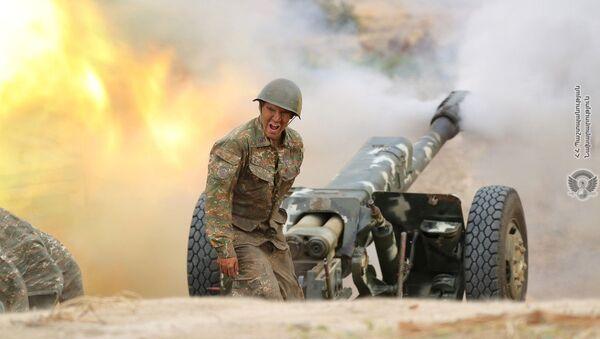 Tirs d'artillerie d'un soldat arménien pendant l'affrontement avec les forces militaires de l'Azerbaïdjan / 29 septembre 2020 - Sputnik France