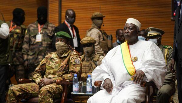Le Président, Bah Ndaw (à droite), et le vice-Président, le colonel Assimi Goïta (à gauche), de la transition du Mali - Sputnik France