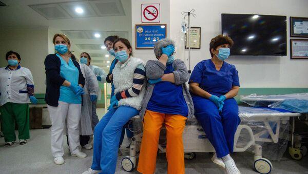 Des médecins de l'hôpital de Stepanakert où un journaliste blessé du Monde a été opéré le 1er octobre 2020 - Sputnik France
