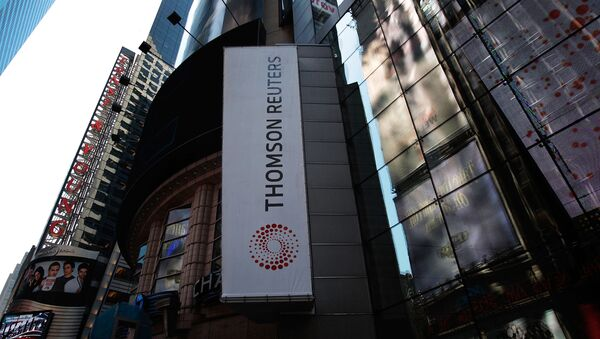 The new logo of Thomson Reuters is seen on their Times Square  - Sputnik France