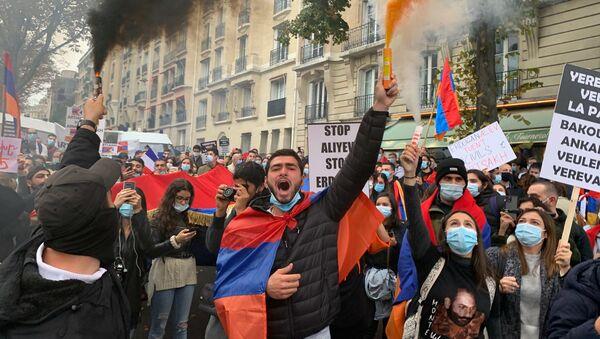 Manifestation devant l'ambassade turque à Paris, 8 octobre 2020 - Sputnik France