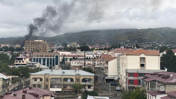 Stepanakert, capitale de la république autoproclamée du Haut-Karabakh, après une frappe d'artillerie - Sputnik France