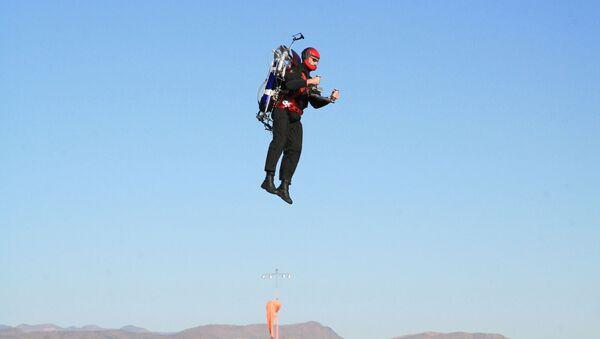 Un homme volant en jetpack (image d'illustration) - Sputnik France