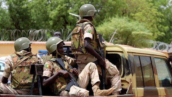 Un véhicule des FAMA (Forces armées du Mali) patrouille dans les rues de Gao. - Sputnik France
