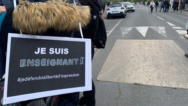 Rassemblement en hommage au professeur assassiné devant son collège à Conflans - Sputnik France