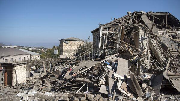 Une maison endommagée lors d'un bombardement au Haut-Karabakh (archive photo) - Sputnik France