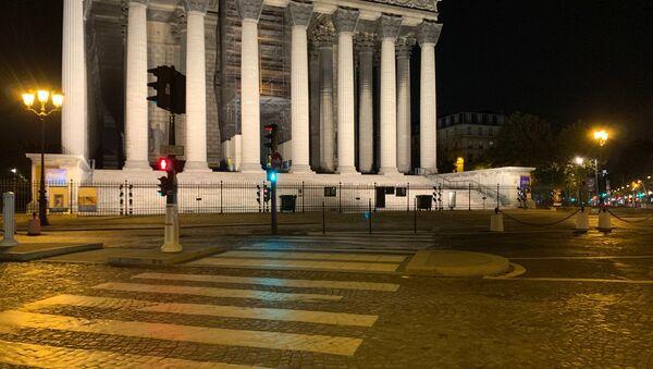 Images de la 1ère soirée du couvre-feu à Paris - Sputnik France