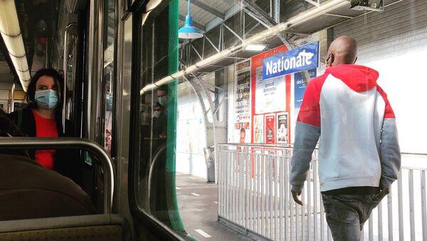 Masque obligatoire dans les transports publics en France - Sputnik France