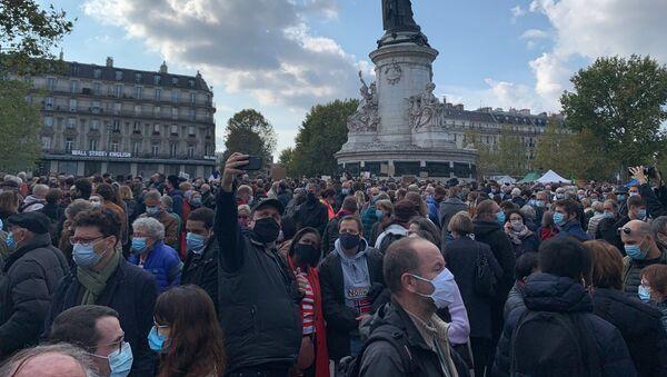 Action d'hommage à Samuel Paty, professeur décapité à Conflans, à Paris, le 18 octobre - Sputnik France