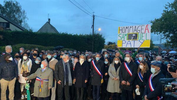 Marche blanche en hommage au professeur Samuel Paty à Conflans - Sputnik France