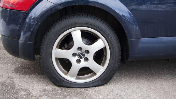Un pneu dégonflé - Sputnik France