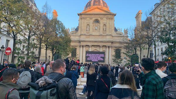 Devant la Sorbonne le jour de l'hommage national   - Sputnik France